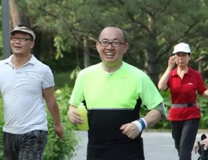 大佬们爱跑步,年轻人爱熬夜,找到原因了?