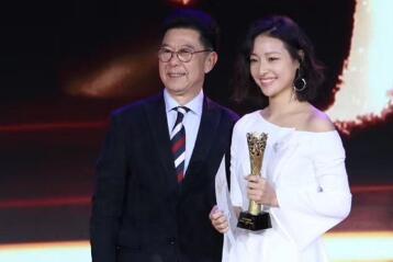 郎月婷凭借《相爱相亲》获得第23届华鼎奖最佳女配角提名