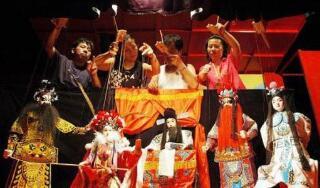 中国传统木偶戏在伦敦摄政厅剧院表演受欢迎