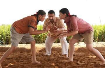 印度夺女子摔跤首金 冠军是印度电影《摔跤吧爸爸》主人公侄女