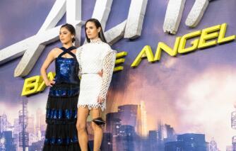 《阿丽塔》举办全球首映礼 卡梅隆携主创团队现身