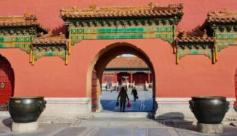 """博物馆里寻""""年味"""":北京故宫日均参观者超2万人"""