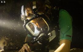 《鲨海逃生》正式上映 硬核少女迎斗夺命大白鲨