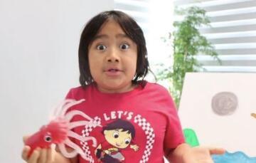 年收入近3000万美元 英媒:9岁男孩蝉联最赚钱视频主播